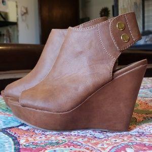 Steve Madden Size 6 Tan Platform Wedge Shoes